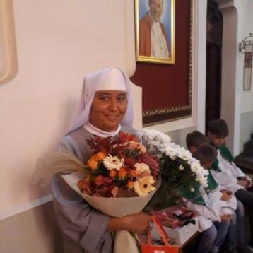 Сестра Фаустина вітаємо Вас з днем ваших іменин!